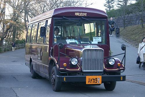 ボンネットバス。乗る時間なし。