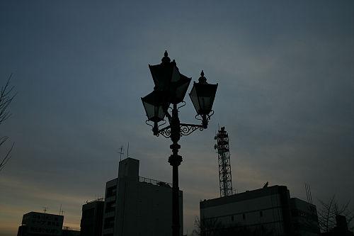 ヘラルドシネプラザの所の歩道橋の上のランプ。