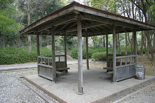 橋渡ってから二つ目の休憩所。