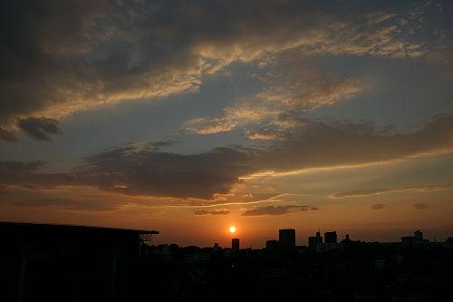 夕日。……やっぱこーゆーの撮るときは10mmくらい(以下略)。