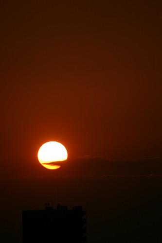夕日。……やっぱこーゆーの撮るときは500mmくらい欲しいです。
