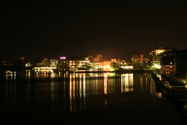 湖の夜景は良い。